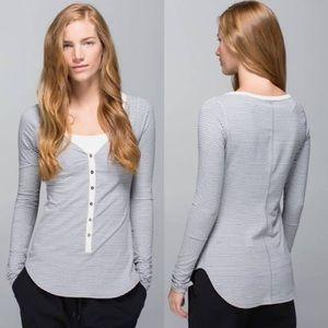 Lululemon Awesoma Henley Shirt Size 6